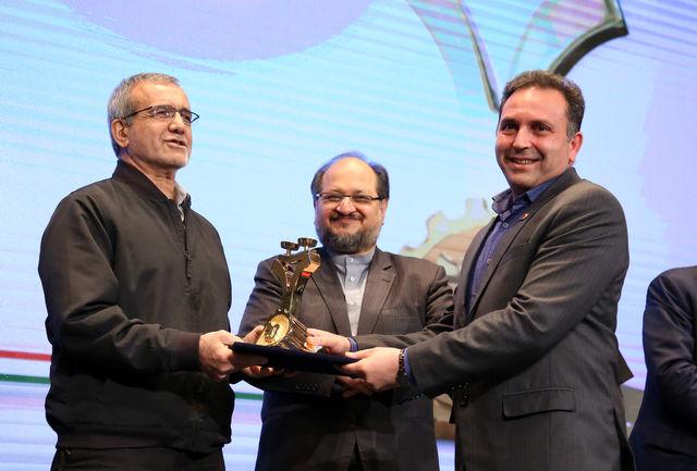 فولاد خوزستان موفق به اخذ تندیس طلایی رعایت حقوق مصرف کننده شد