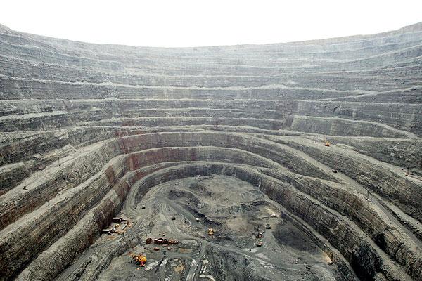 اشتغال بیش از 10 هزار نفر در معادن استان مرکزی در صورت تکمیل چرخه اکتشاف و استخراج