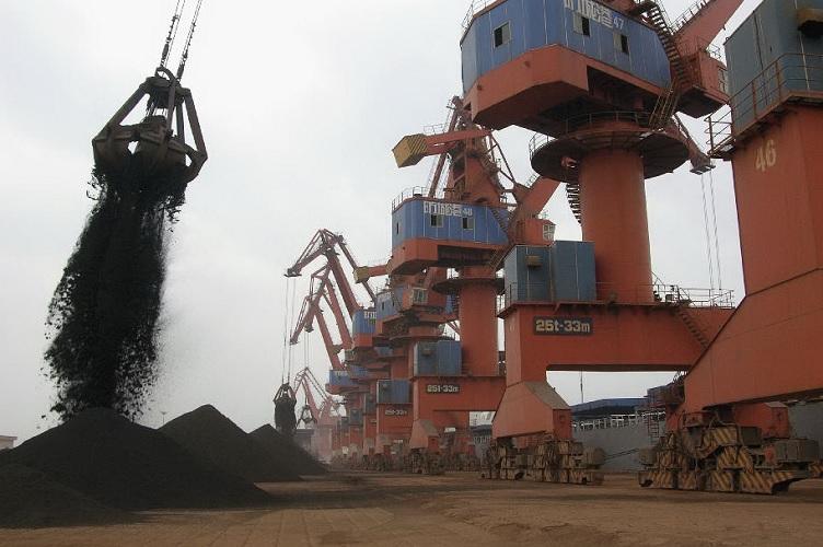 ترس از جنگ تجاری بهای سنگ آهن را به کمترین سطح در 7 ماه اخیر رساند