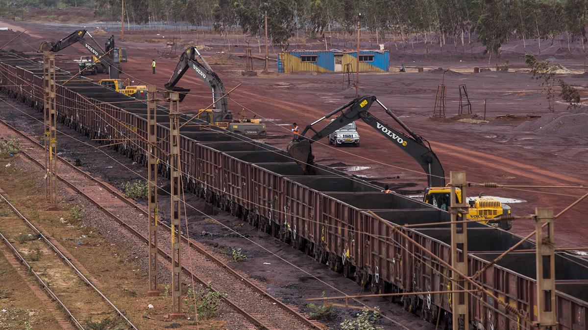 هند واردات سنگ آهن را افزایش می دهد/ ضعف لجستیکی حمل داخلی را با مشکل مواجه کرده است