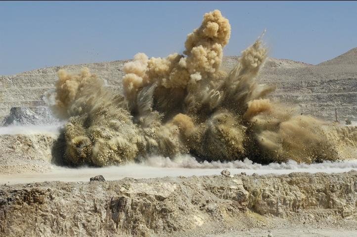 برداشت 825 هزار تنی ماده معدنی در معدن مس سرچشمه با دو انفجار متوالی/ خوراک یک شاول در طول یک ماه تامین شد