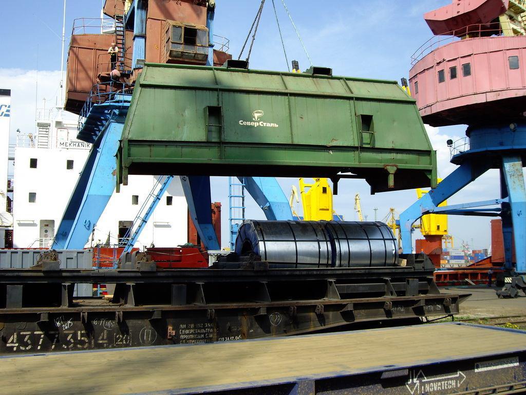 رشد 16 درصدی صادرات محصولات صنعتی و معدنی تا پایان آذر ماه/ ارزش صادرات صنعتی و معدنی بالغ بر 28 میلیارد دلار شد