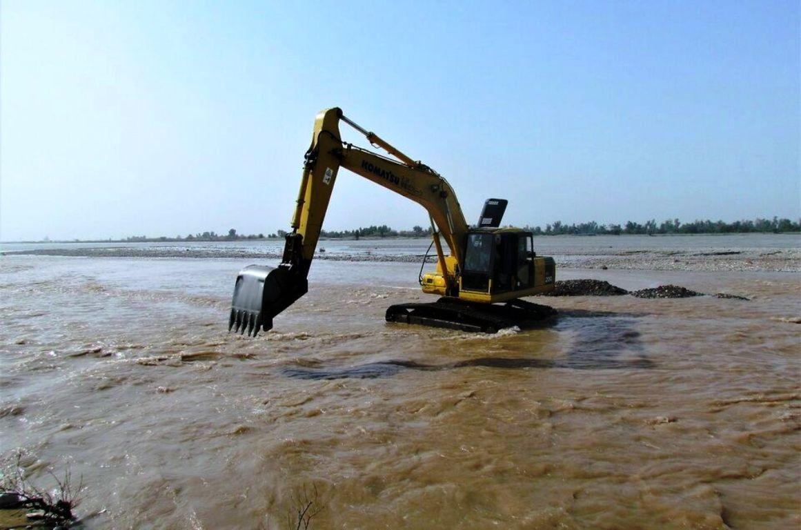 ساماندهی و تجهیز ماشین آلات معدنی برای مقابله با سیلاب در سطح استان سمنان