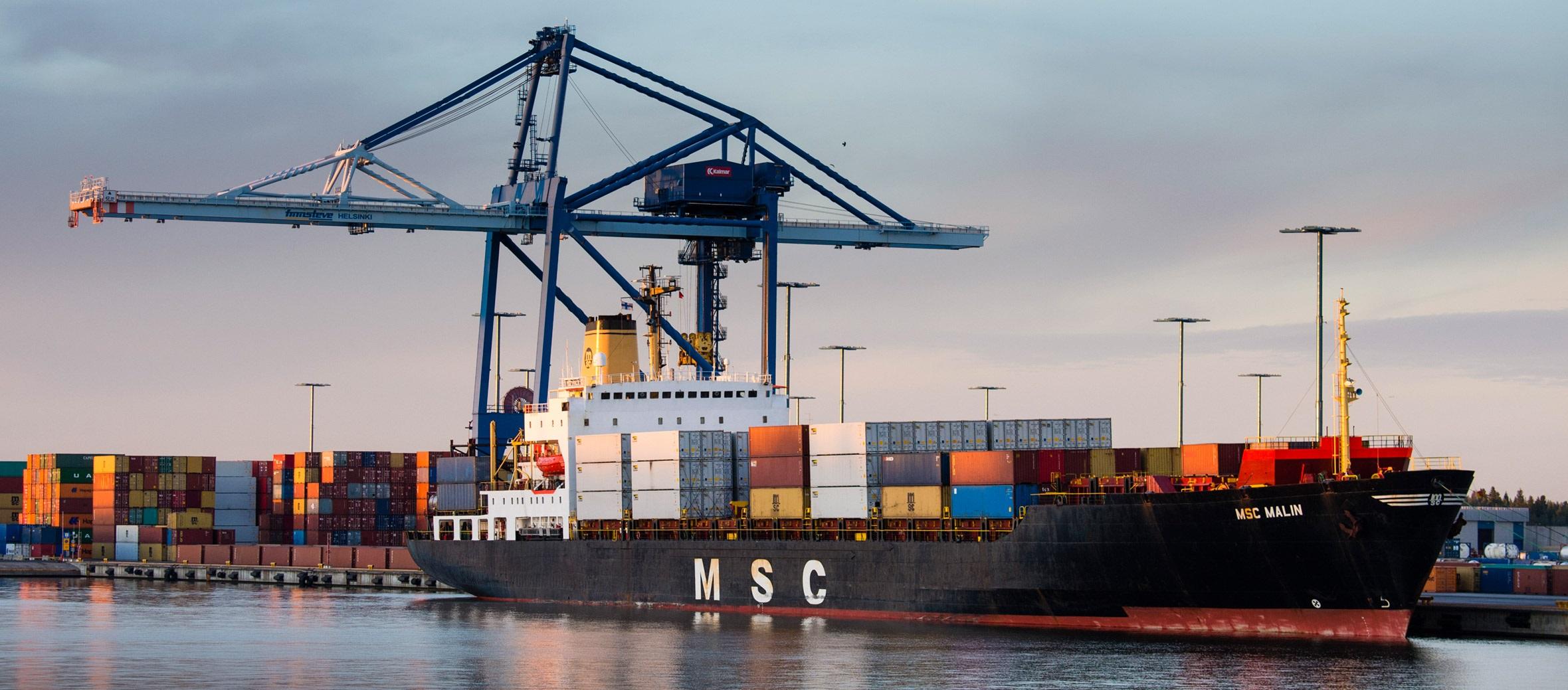 سهم 20 درصدی بخش معدن و صنایع معدنی از کل صادرات کشور در فروردین ماه 98/ صادرات بخش معدن و صنایع معدنی با رشد 16 درصدی به بیش از 4.3 میلیون تن رسید/ ارزش صادرات افت 17 درصدی داشت