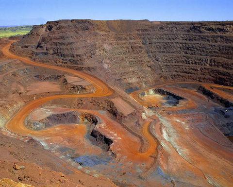 راه اندازی سدهای باطله واله سرعت میگیرد/ سرمایه گذاری 1.9 میلیارد دلاری معدنکار برزیلی برای ایمن سازی سدهای باطله