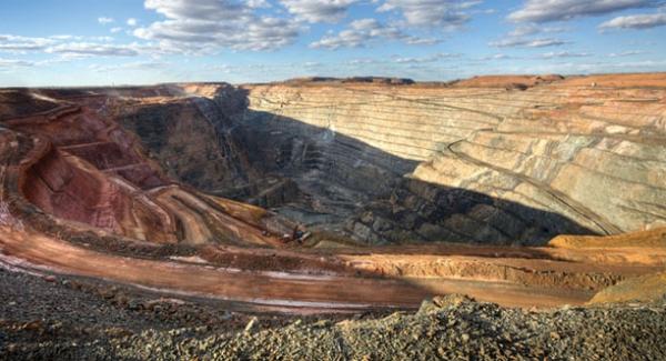 افتتاح 2 میلیارد و 170 میلیون دلار طرح معدنی و صنایع معدنی در سال 97