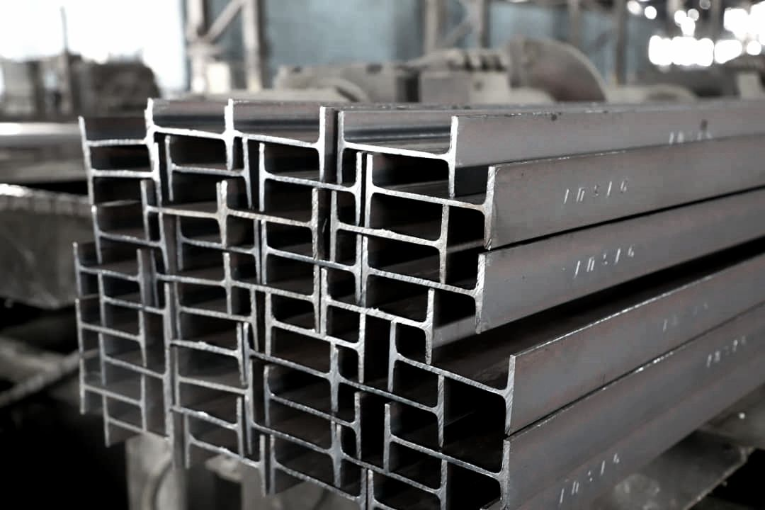 تولید تیرآهن سبک صادراتی 14 در گروه ملی صنعتی فولاد ایران