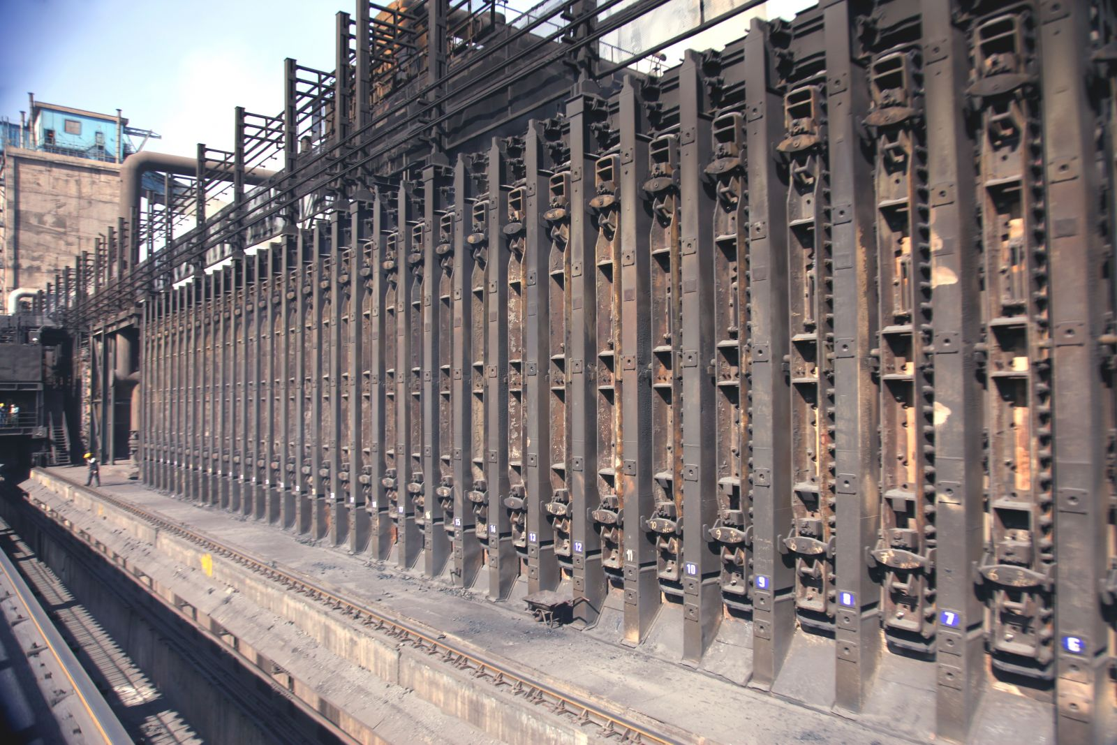 بومی سازی پروژه زیست محیطی در ذوب آهن اصفهان/ تعداد 74 درب فلکسیبل ساخته و نصب شد