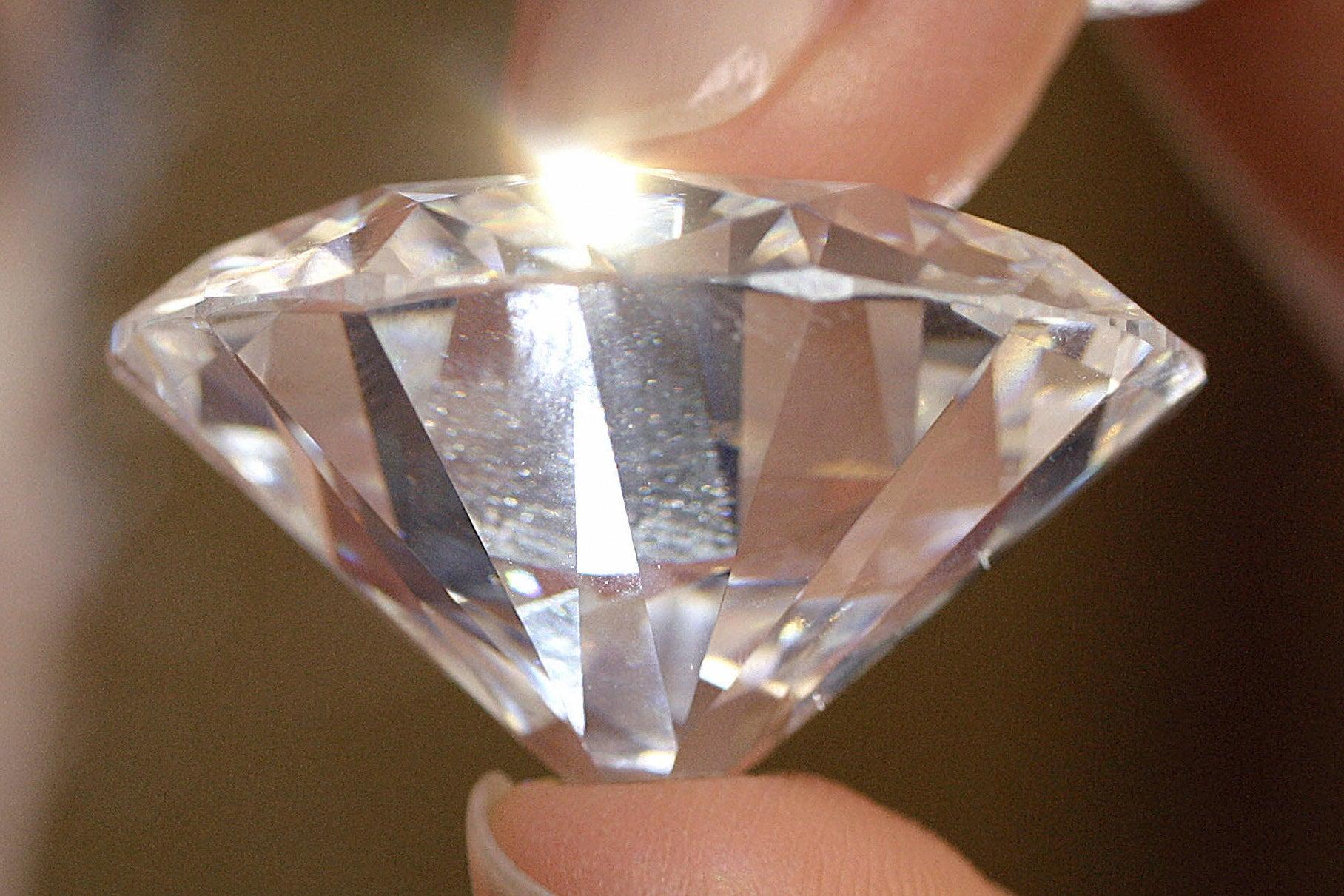 عوارض صادرات الماس و جواهر از روسیه به هند کاهش یافت/مبادلات تجاری هند و روسیه 3 میلیارد دلاری افزایش می یابد