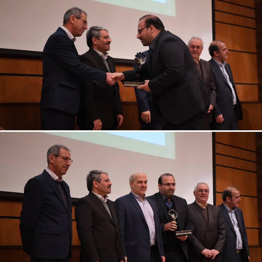 فولاد اکسین تندیس سیمین صنعت سبز بیست و یکمین همایش انتخاب صنعت و خدمات سبز کشور را دریافت نمود