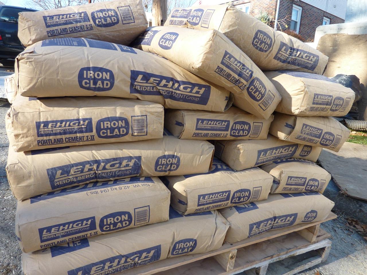 افزایش قیمت سیمان صحت ندارد/ 25 میلیون تن ظرفیت صنعت سیمان معطل مانده است