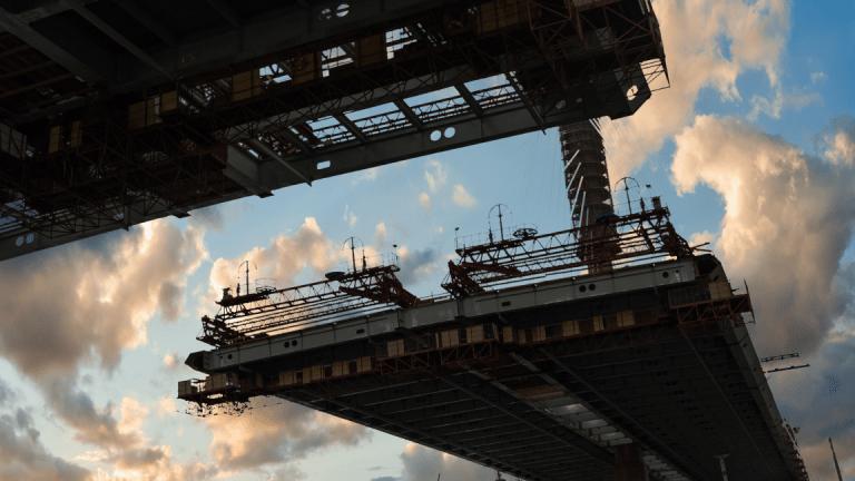 سرمایه گذاری چینی ها در بخش پروژه های زیربنایی افزایش و در بخش مسکن کاهش می یابد