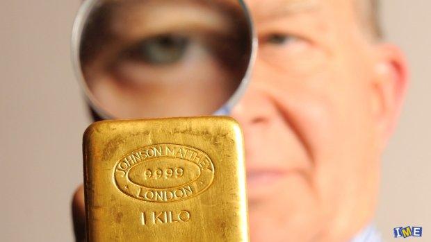 طلا انتظار فتح 1800 دلار را می کشد